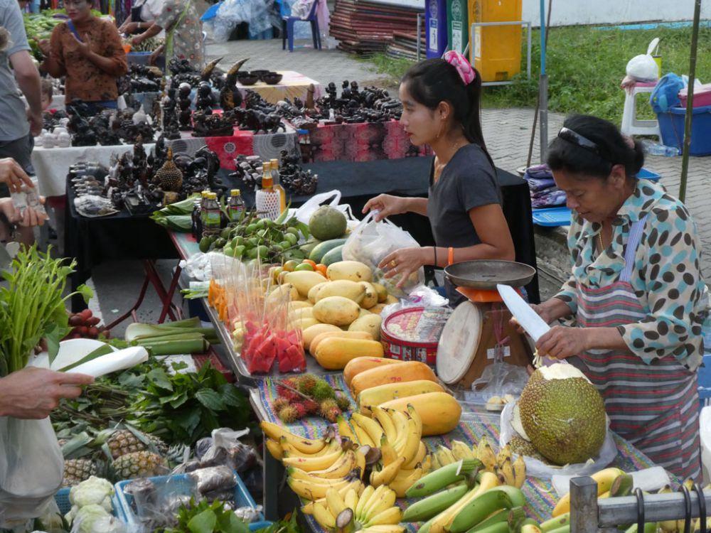 walking-street-market-thong-sala-koh-phangan